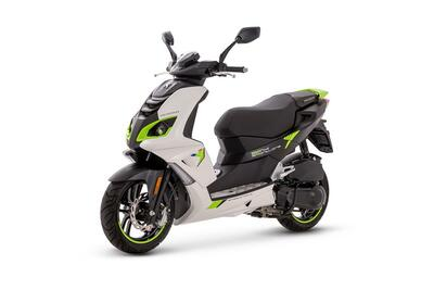 Peugeot Speedfight 4 • Icy White / Fluo Green (2)