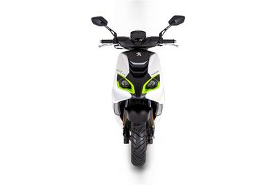 Peugeot Speedfight 4 • Icy White / Fluo Green (3)