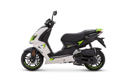 Peugeot Speedfight 4 • Icy White / Fluo Green (5)